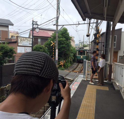 江ノ島駅や海 思い出の地を巡るプロフィールムービー撮影