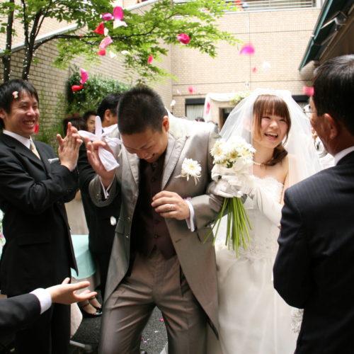 8年前結婚式を挙げた新郎新婦と再会