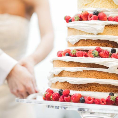 ウエディングケーキのデザインは会場装飾に合わせて