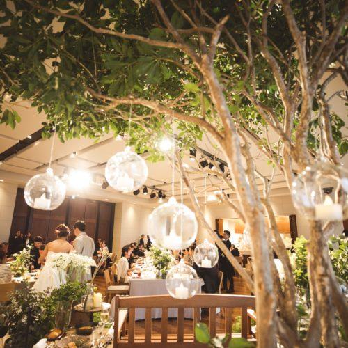 コンセプトやストーリーを感じる結婚式の空間装飾