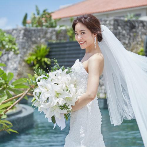 花嫁が白いドレスとブーケを選ぶ理由